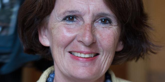 Anne-Yvonne <b>Le Dain</b> défend l'article 49.3 - DeputeXIVeLegVeRep-Anne-Yvonne_Le_Dain-660x330