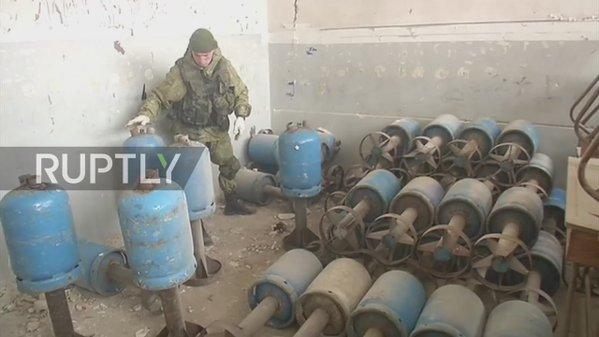 """Atelier """"rebelle"""" de fabrication de bombes artisanales dans une école à Alep Est"""