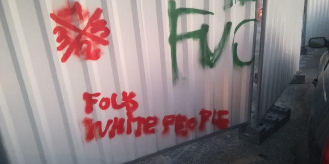 Un tag appelant au racisme anti-blancs a été découvert ce dimanche au tribunal de grande instance de Montpellier.